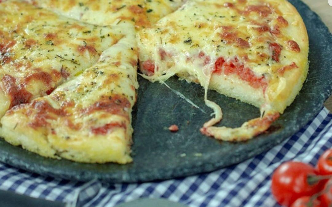 """[Mulheres Prendadas]""""Pizza com massa de batata"""""""